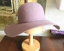 Широкополая шляпка из натурального фетра