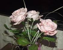 Розовые розы из холодного фарфора