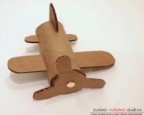 Самолетик из рулона туалетной бумаги и картона
