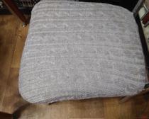 Вязание спицами: накидка на стул с красивыми косами