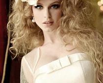 Создание причесок на короткие, средние и длинные волосы, оригинальные свадебные прически, а также модные стрижки