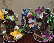 Парящие чашки с кофейными зернами