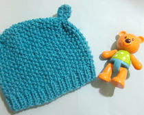 Милая вязаная шапочка с ушками для малыша