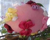 Пасхальное яйцо розовое в бантиках