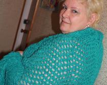 Популярные модели вязания спицами для осени для женщин и мужчин, кофты, кардиганы, шарфы и шапки с описанием и схемами бесплатно.
