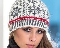Оригинальная шапочка с пуговицами