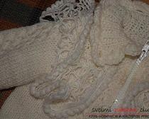Вязание спицами: кофта для девочки из светлой пряжи