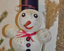 Поделки для детского сада своими руками. Снеговик из ниток