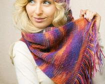 Зимний женский комплект: шапка и шарф с узором
