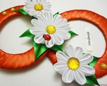 Канзаши своими руками. Восьмерка, украшенная цветами канзаши, на 8 марта