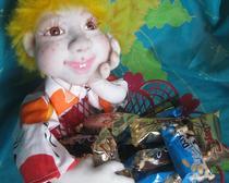 Кукла с конфетницей