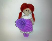 Поделки крючком: куколка в платье