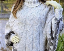 Вязаное пончо с объемным узором