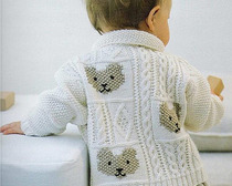Жакет с вышитыми мишками для малыша