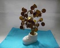 Денежное дерево, растущее из ботинка