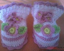 Пинетки для доченьки с вязаными цветами