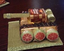 Танк из конфет на подарок