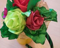 Букет роз из лент в технике канзаши