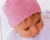 Вязаная розовая детская шапочка