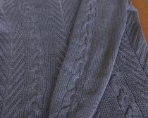 Вязание спицами: свитер с косами для женщины