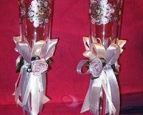 Свадебные фужеры, точечная роспись по стеклу, цветы из атласных лент