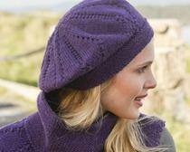 Фиолетовая шапка-берет спицами