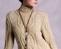 Женский теплый свитер с косами
