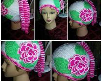 Вязание крючком: шапка с цветком