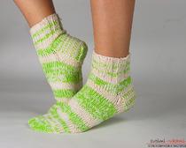 Вяжем теплые носки двумя спицами