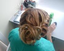 Прическа на средние волосы с плетением