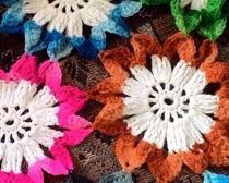 Плед из цветочных элементов
