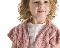 Вязаное спицами болеро - одна из самых универсальных вещей в женском гардеробе