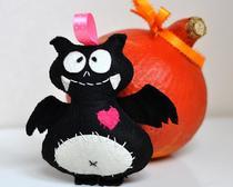 Игрушка на Хэллоуин своими руками: вампирчик из фетра