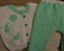 Вязание спицами: костюмы для грудничков