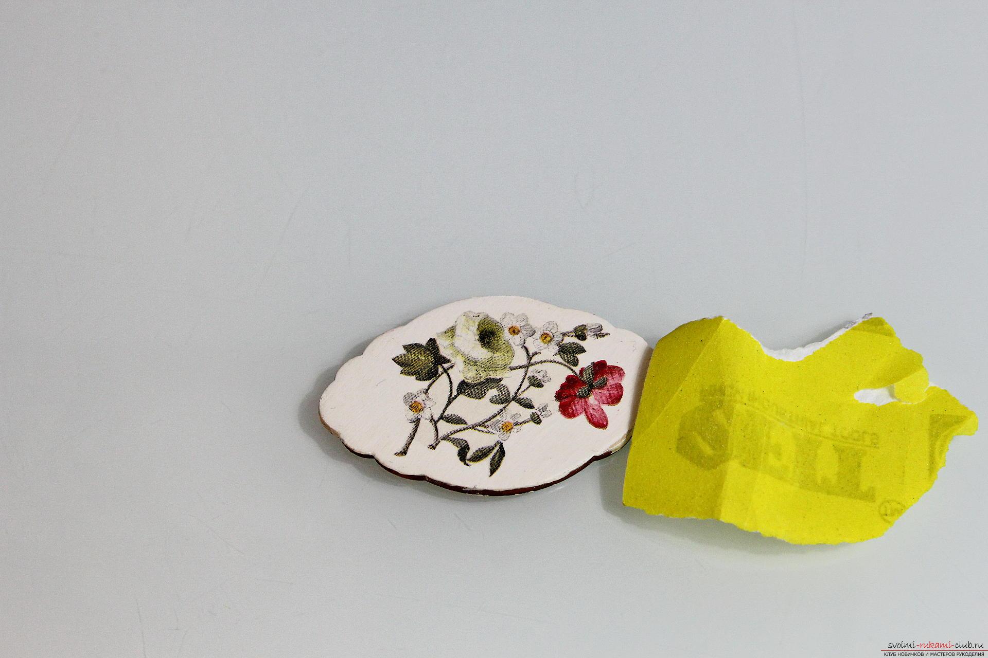 Мастер-класс описывает как декорируется разделочная доска своими руками с использованием техники декупаж.. Фото №12