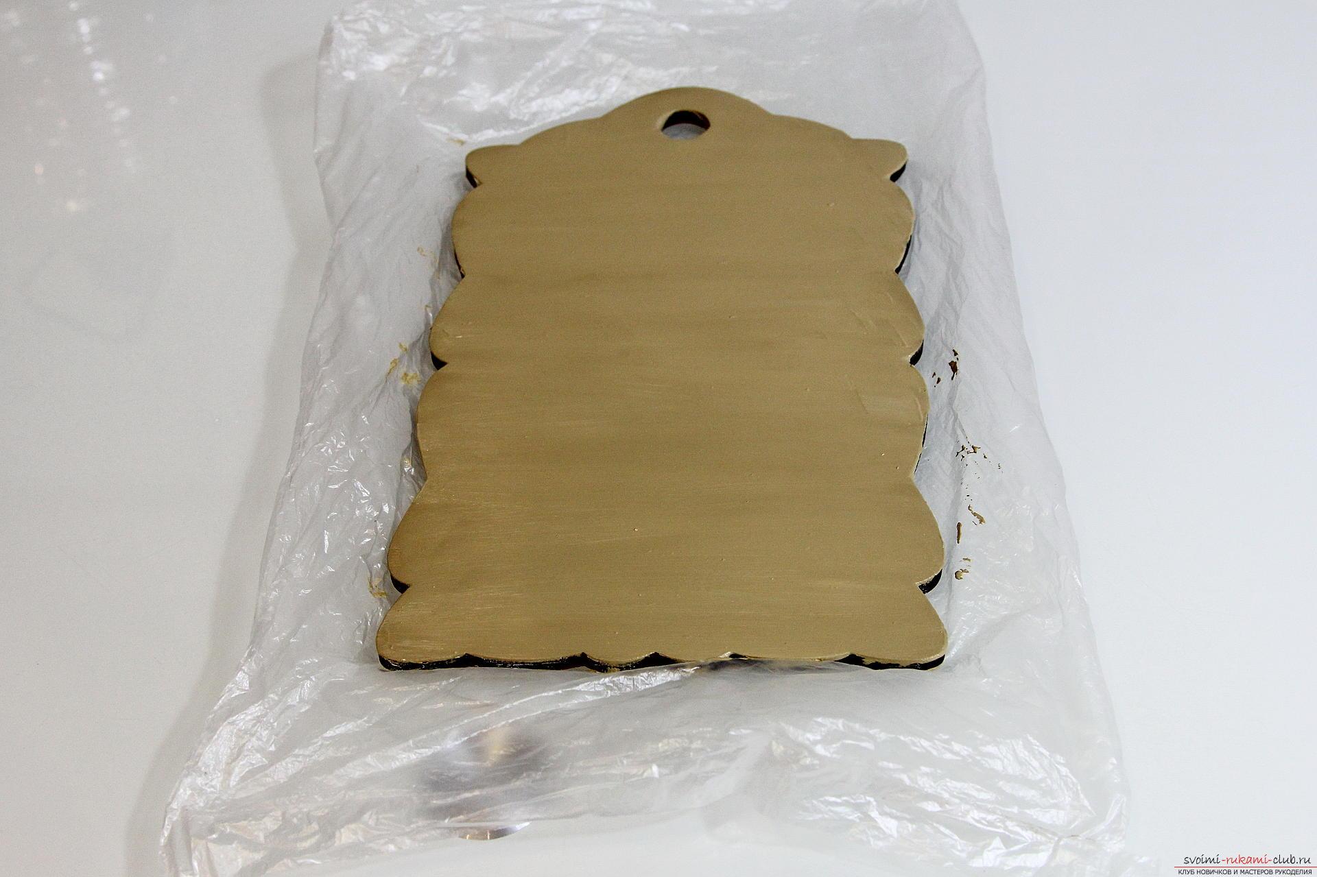 Мастер-класс описывает как декорируется разделочная доска своими руками с использованием техники декупаж.. Фото №14