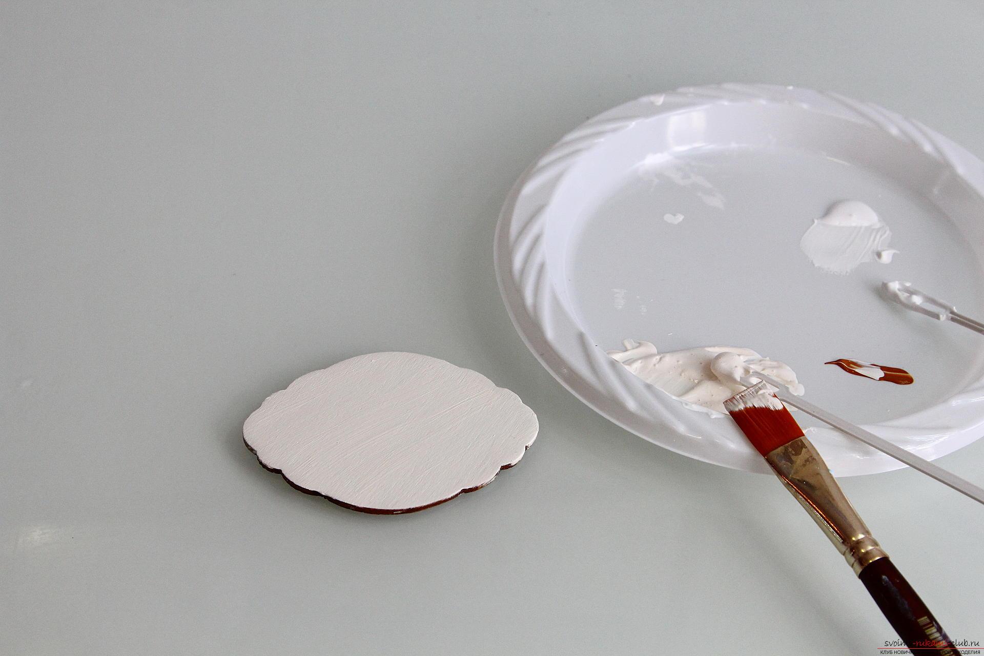 Мастер-класс описывает как декорируется разделочная доска своими руками с использованием техники декупаж.. Фото №4