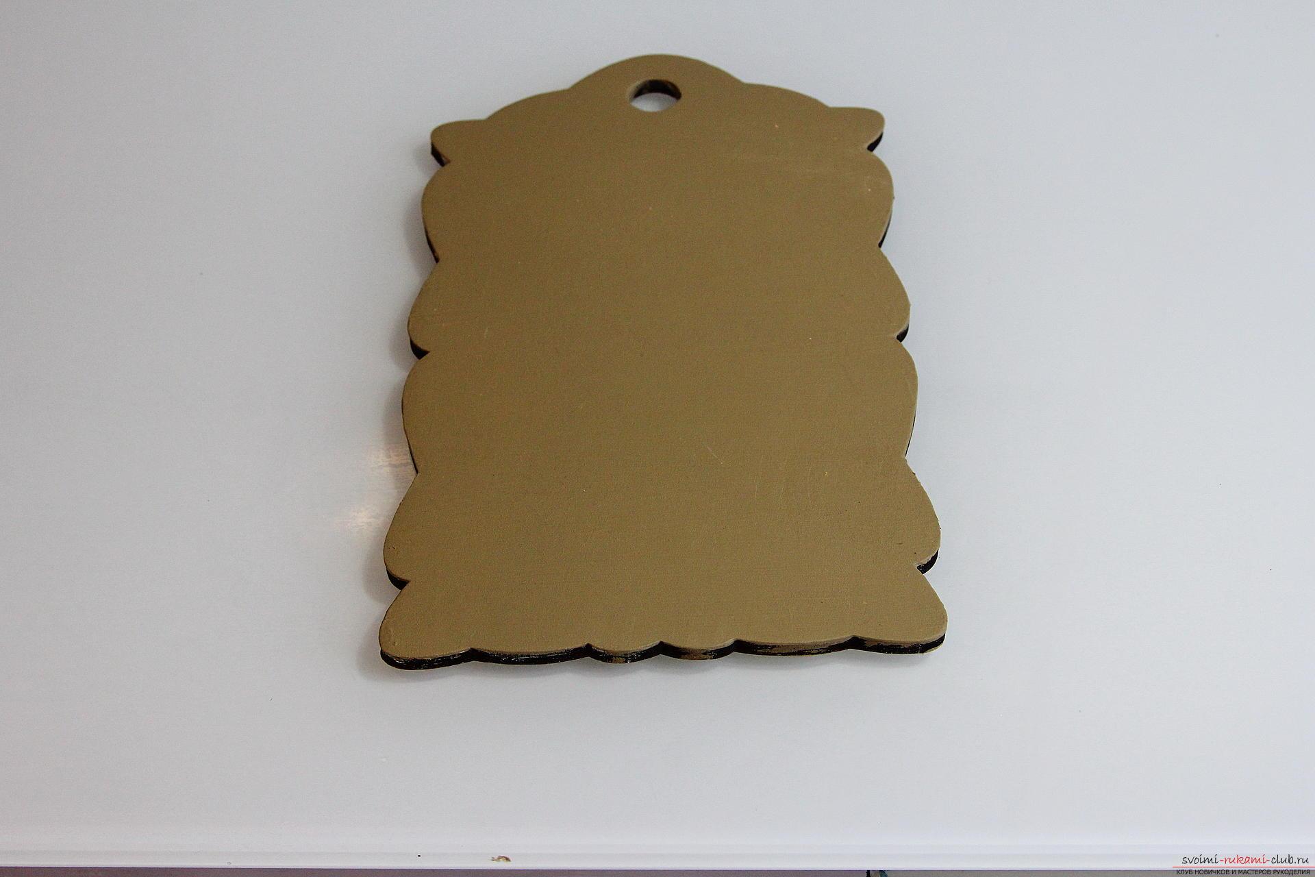 Мастер-класс описывает как декорируется разделочная доска своими руками с использованием техники декупаж.. Фото №15