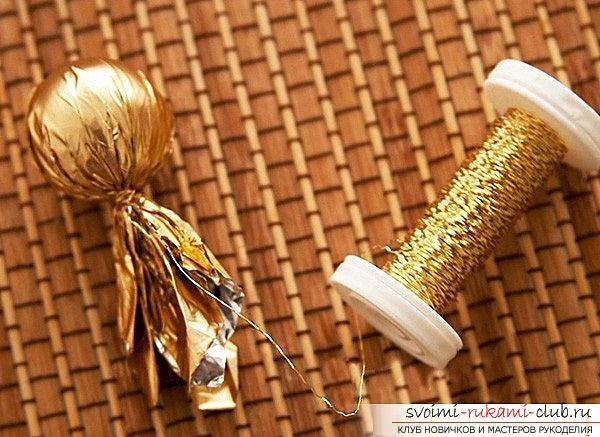 Как сделать букет из конфет своими руками, несколько подробных мастер классов в стиле свит-дизайна, пошаговые фото и подробное описание работы. Фото №13