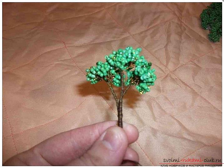 Как сделать дерево бонсай из бисера своими руками, несколько мастер классов создания бонсай в разных цветовых решениях, пошаговые фото и описание. Фото №6