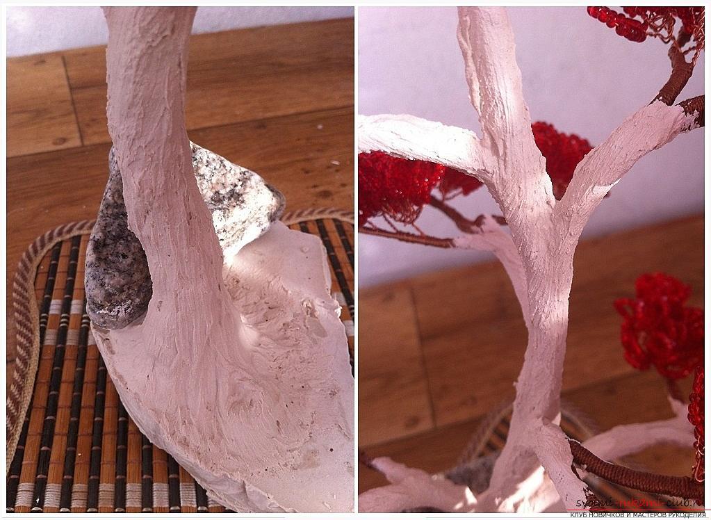 Как сделать дерево бонсай из бисера своими руками, несколько мастер классов создания бонсай в разных цветовых решениях, пошаговые фото и описание. Фото №26