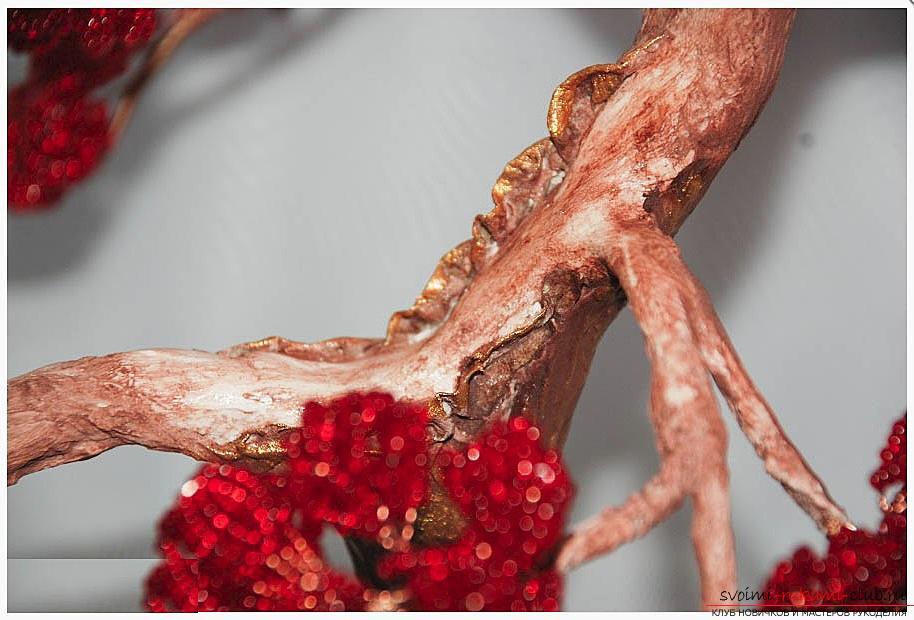 Как сделать дерево бонсай из бисера своими руками, несколько мастер классов создания бонсай в разных цветовых решениях, пошаговые фото и описание. Фото №27