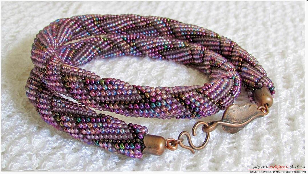 Как создать жгут из бисера, различные техники плетения и вязания жгутов, пошаговые фото и подробное описание работы. Фото №17