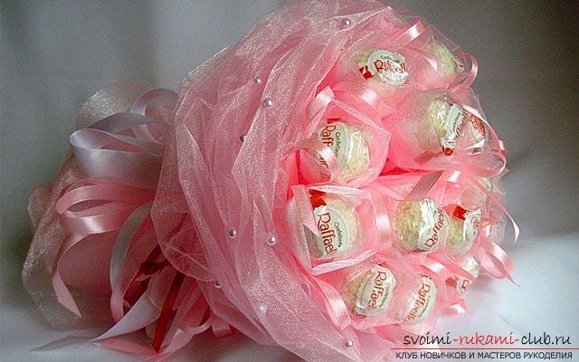 Как сделать букет из конфет своими руками, несколько подробных мастер классов в стиле свит-дизайна, пошаговые фото и подробное описание работы. Фото №39