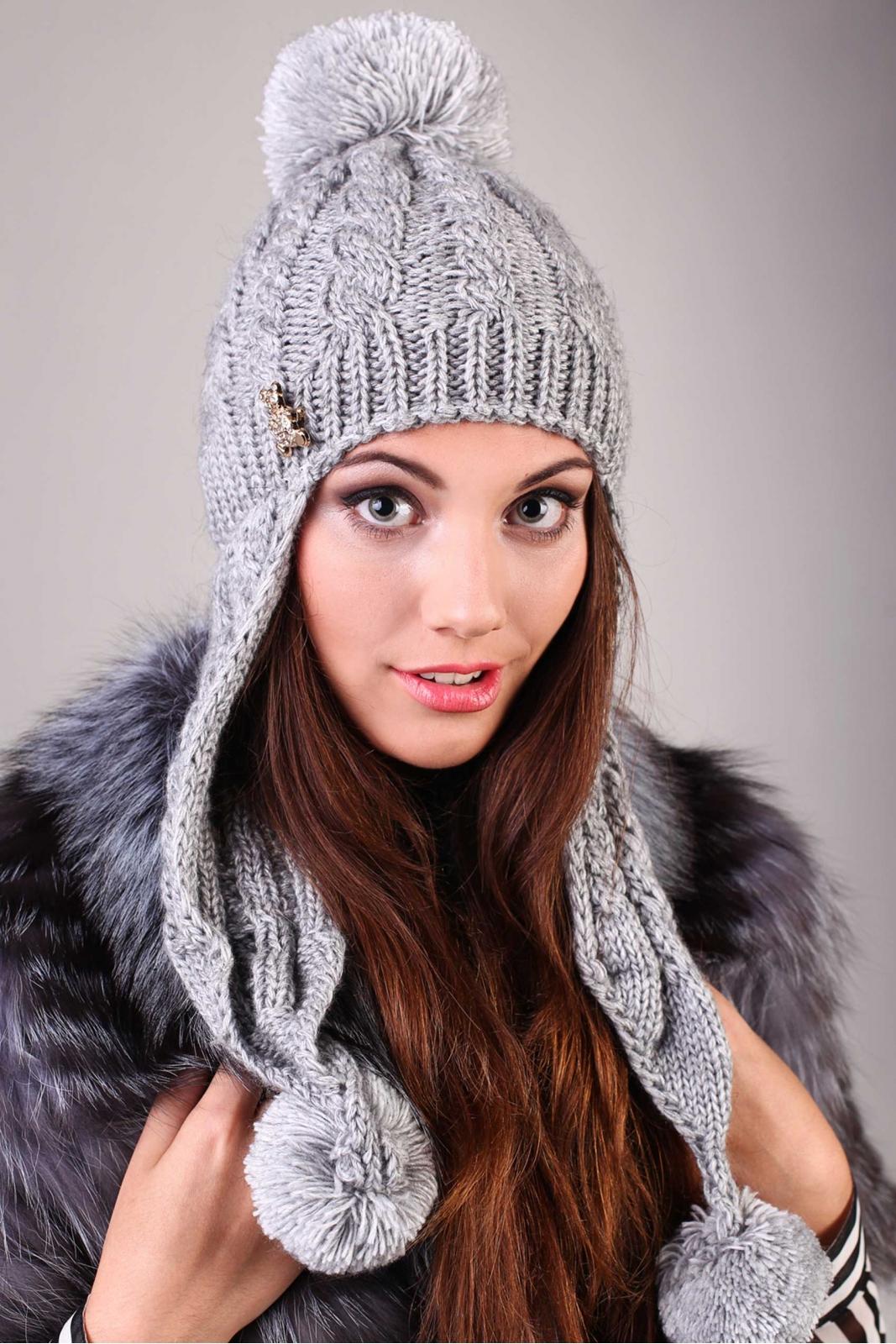 схема и описание вязания шапки с косами