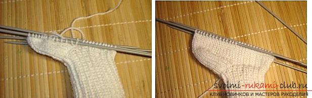 Как связать пинетки, варианты вязания на двух и пяти спицах, со швом на подошве и на боку, бесшовный вариант, пошаговые фото и описание. Фото №24