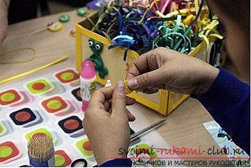 Как сделать цветочную композицию в технике квиллинг для открытки? Мастер-класс. Фото №7