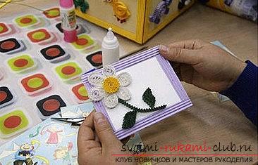 Как сделать цветочную композицию в технике квиллинг для открытки? Мастер-класс. Фото №11