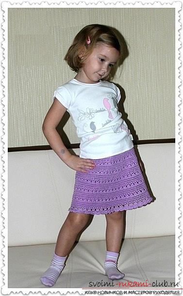 Как связать крючком для девочки юбочку с оборками в двух вариантах и одну ровную юбочку. Фото №7
