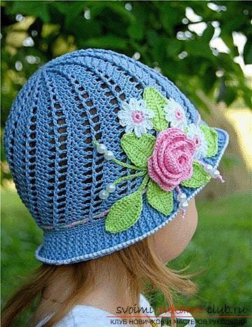 Как связать крючком панамку для девочки, украшенную цветами, схемы и описание работы, фото